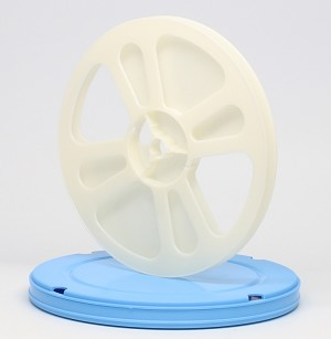 Super 8 400 Ft. Movie Film Reel & Round Vented Can Set (Blue Can White Reel)